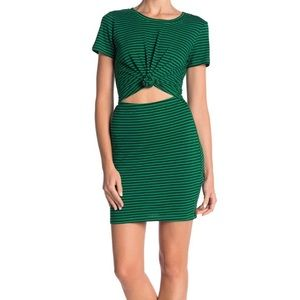 Socialite t-shirt dress w. cutout